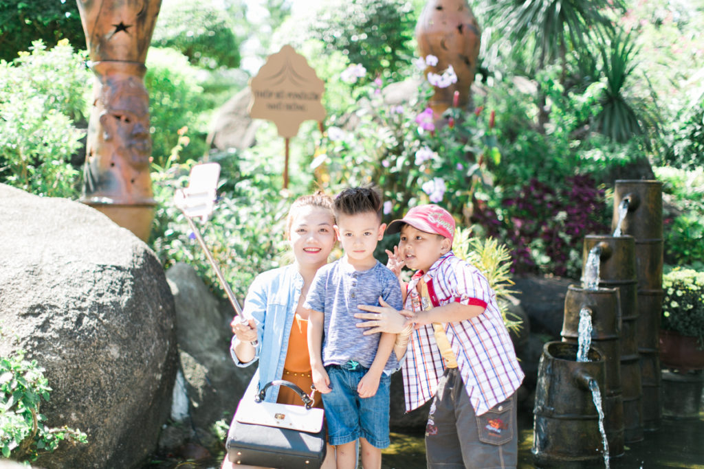 lifestyle family blogger in vietnam three kids